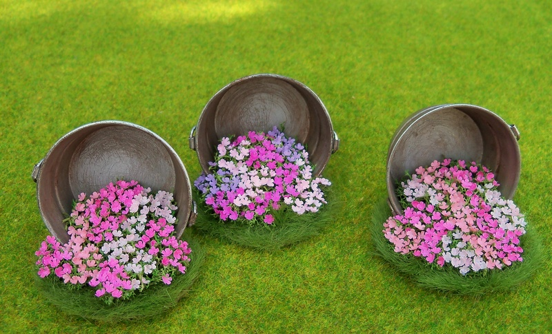 Metal tub with impatiens