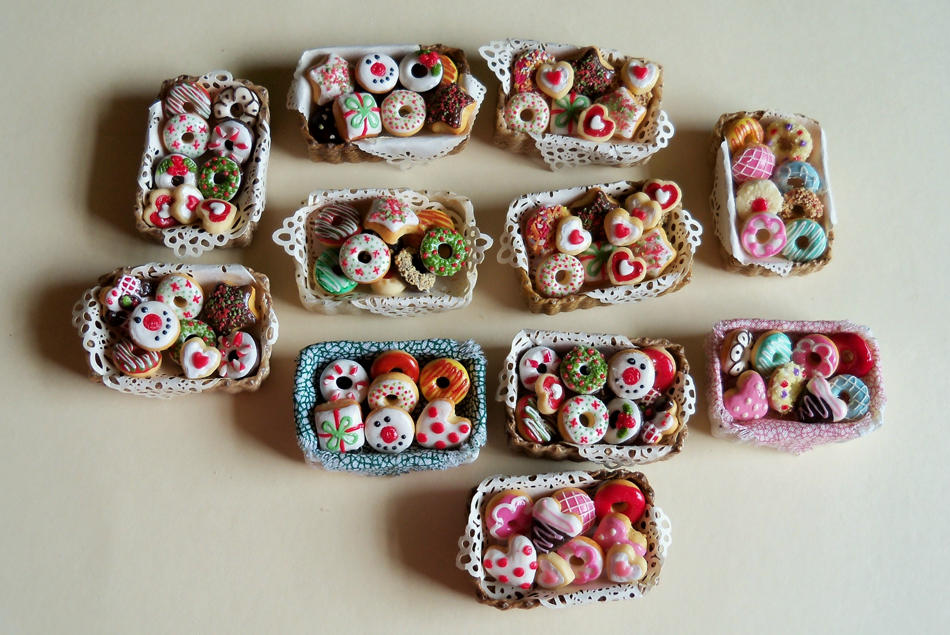 New assorted pastry baskets